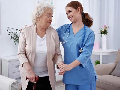 Помощь пожилым людям на дому пансионат для пожилых москва